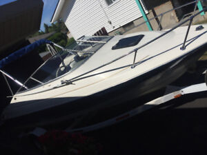 Bayliner boat Capri.   Amazing condition