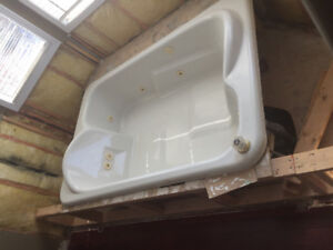 Acri-Tec jacuzzi tub- 2 person - EUC