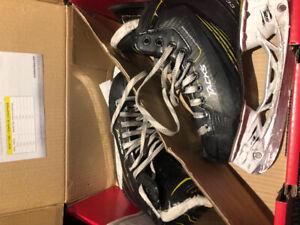 Ccm tacks youth skates size 4