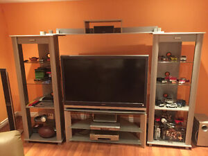 TV, TV stand, entertainment unit London Ontario image 1