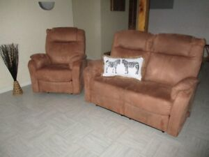 Causeuse inclinable et fauteuil inclinable COMME NEUF !