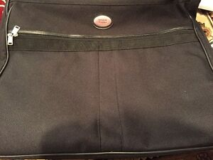 American Tourister - Travel Bag / Suitcase - Almost New