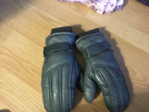 SKI MITTENS, REUSCH -60 size 8, leather, like new