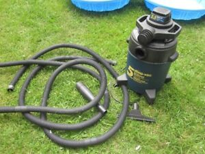 Portable Wet/Dry Vac --Like New!-- Five (5) Gallons