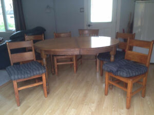 Solid Oak Dining Table and 6 Chair Set