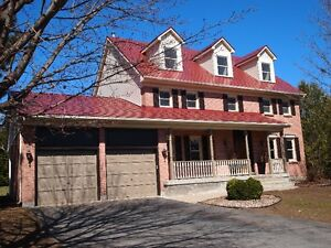 Beautiful large completely renovated - private-walk to amenities
