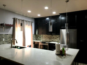 Luxury 3 BR Townhouse Condo Open-Concept Living in SouthWest Edm
