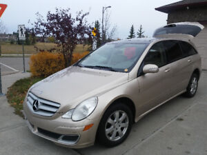 """MINT...Luxury SUV for """"royal"""" family, AWD, loaded, DVD, leather"""