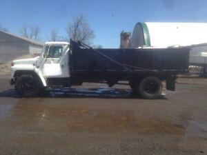 International S1600 dump truck