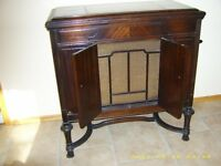 Antique Victrola Phonograph