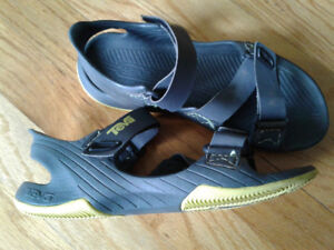 Youth's Teva Sandals - size 4