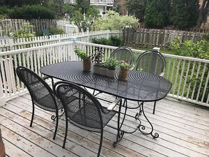 Grande table exterieur pour 6 personnes/ Large outdoor table