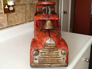 *VERY RARE* 1940S MARX RIDE ON FIRE TRUCK WITH BELL London Ontario image 3