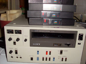 sony vcr  vo 5600  no remote  comes with 4 tapes