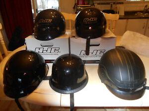 5 casques de motos 4 neufs 1 usagé en parfaite condition