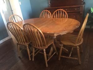 Solid oak oval dining table with 6 chairs.