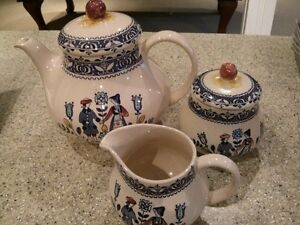 Johnson Brothers HEARTS + FLOWERS TEAPOT, SUGAR + CREAMER
