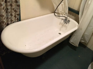 Bain antique en fonte  / Antique cast iron bath (good condition)
