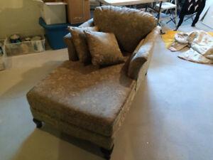 Set de salon style victorien (sofa, bergère et bergère allongée)