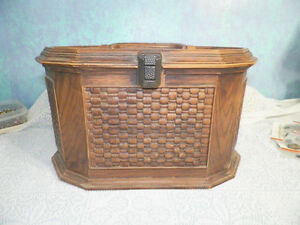 Vintage Lerner Brown Plastic Sewing Box With Inside Tray