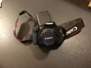 Canon EOS  rebel  t3i comme neuf