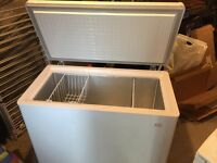 Large Swan SR4051W Chest Freezer