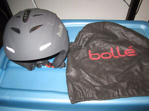BOLLE SNOWBOARDING OR SKIIING HELMET WITH BOLLE PROTECTIVE BAG