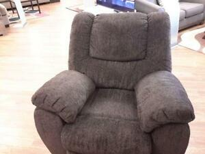 *** USED *** ASHLEY YELDON ROCKER RECLINER   S/N:51222148   #STORE543