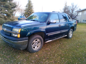 05 CHEVY AVALANCHE 4X4.