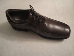 ROCKPORT SIZE 11 MEN'S DRESS SHOES WITH LACES, BRAND NEW - BROWN