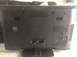 FOR PARTS: SONY BRAVIA KDL-40V2500. Turns on then off Cambridge Kitchener Area image 2