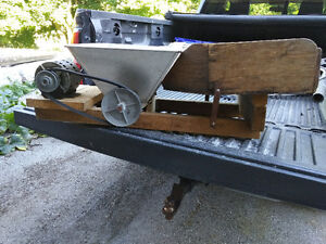 Motorized grape crusher, grapes, pears, apples