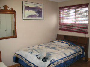 FURNISHED ROOM NEAR UNIVERSITY;  QUIET, CLEAN, AVAILABLE NOW.