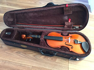 1/2 Size Violin, Like New with bow, case, rosin, straps, book