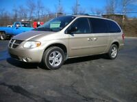 2005 dodge grand caravan gold with black interior runs very well