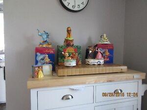 Walt disney musical figurines