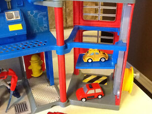 TRANSFORMERS ELECTRONIC FIRE STATION WITH EXTRAS London Ontario image 2
