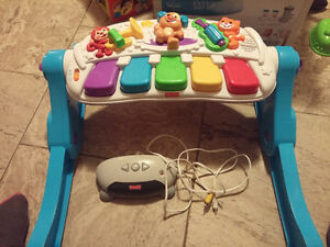 Fisher-Price Laugh & Learn Learn & Move Music Station