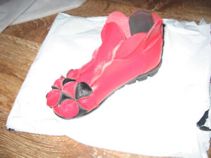 RED & BLACK - Leather - Rushiman - Size 6.5 - Never Worn