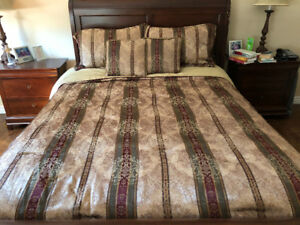 New condition, QUEEN comforter set
