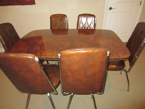 Retro Chrome Table and 6 Chairs
