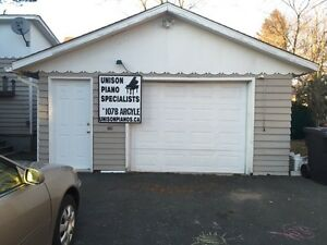 Garage 400 sq.ft. Large Downtown (May 1st) - Heat & Lights Incl.