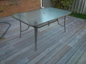 Free Patio Table - London Oakville / Halton Region Toronto (GTA) image 1