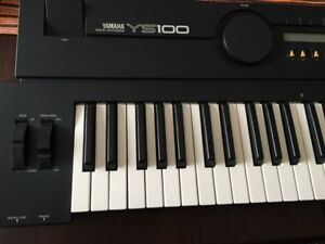 Yamaha ys-100 . Top condition  vintage synth