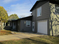 Renovated house on 2 acres in the Kleefeld area