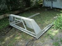 rack pour lumiere girophare aluminium boite de 8 pieds ,,450 47