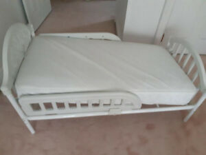 Baby Crib, never before used Graco bed! Like new.  Steal!