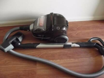 ELECTROLUX CYCLONIC ULTRA ACTIVE BAGLESS 2100 WATT VACUUM CLEANER