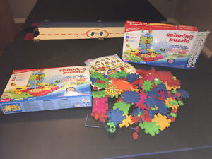 2 Boxes of Plastic Spinning Puzzles Gears- LIKE NEW! Kingston Kingston Area image 1