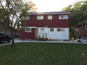 UofS: 5 bed - clean and ready to rent - 4 minute walk to UofS